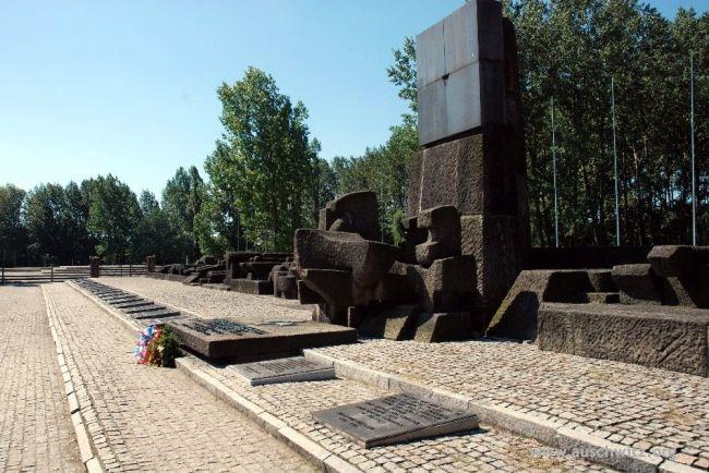 Auschwitz-Monument-Victimes